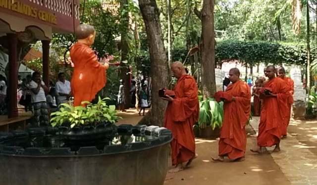 Le bouddhisme et la vie des moines de tradition Theravada 5