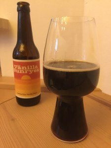 Pirate Brew Berlin & H2ÖL Brewing Co. - Vänilla Sunryes im Glas