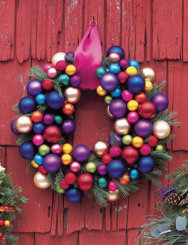 Рождестволық ағаш шарларының жаңа жылдық гүл шоқтары