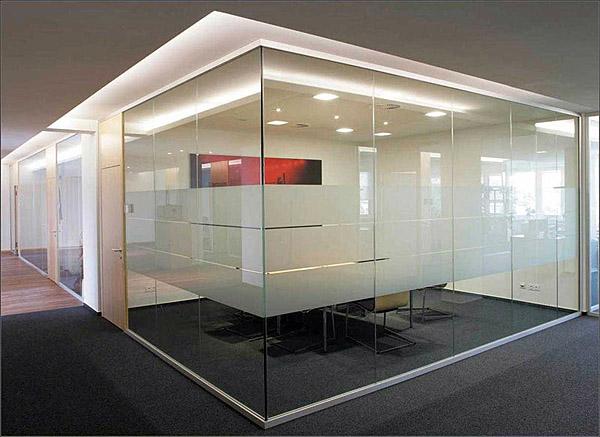 Внутрикомнатные офисные перегородки из стекла
