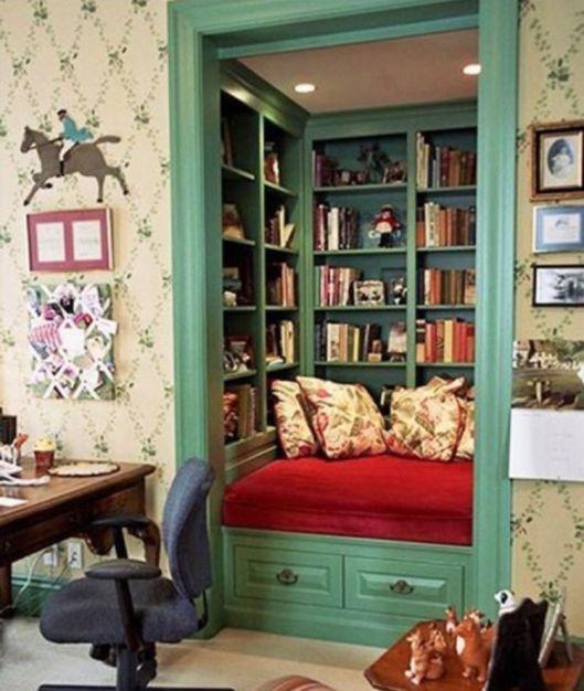 Книжный шкаф, зона для чтения