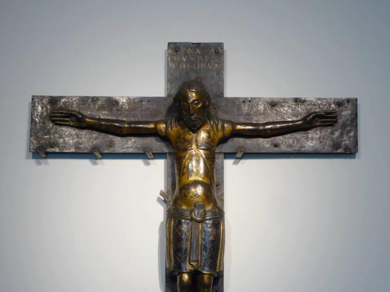 Der Domschatz Minden beherbergt eine der bedeutendsten Sammlungen christlicher Kunst in Deutschland. Darunter das berühmte Mindener Kreuz. Foto: DVM/Hans-Jürgen Amtage