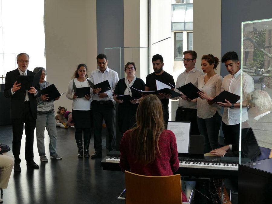 Der Ost-West-Diwan-Chor der Mariengemeinde sang beim Internationalen Museumstag im Domschatz Minden. Foto: DVM