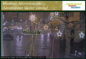 Auf der Webseite Minden-erleben.de wird der Riesen-Adventskranz auf dem Kleinen Domhof präsentiert. Fotos: DVM