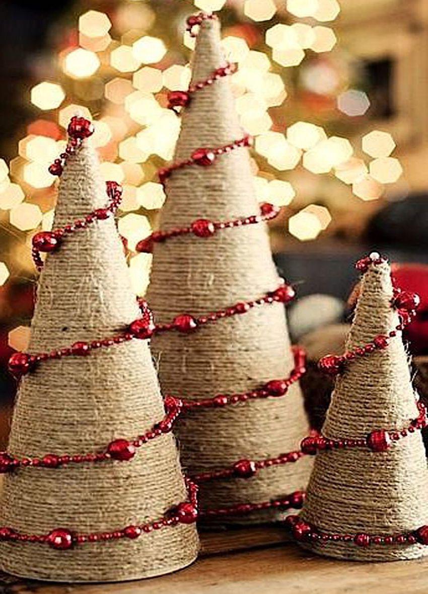 Jednoduché, ale velmi krásné okrasné vánoční strom vyrobený ručně
