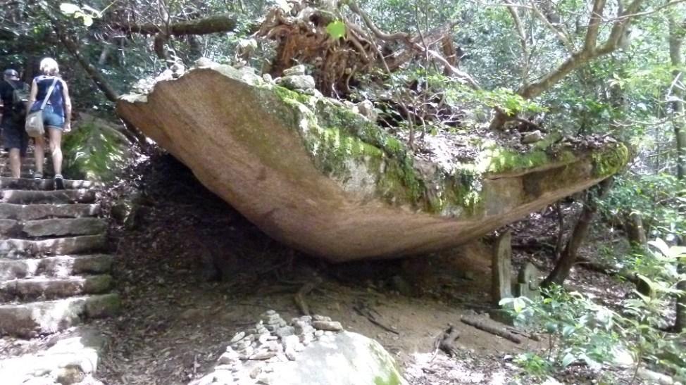 弥山にある船岩