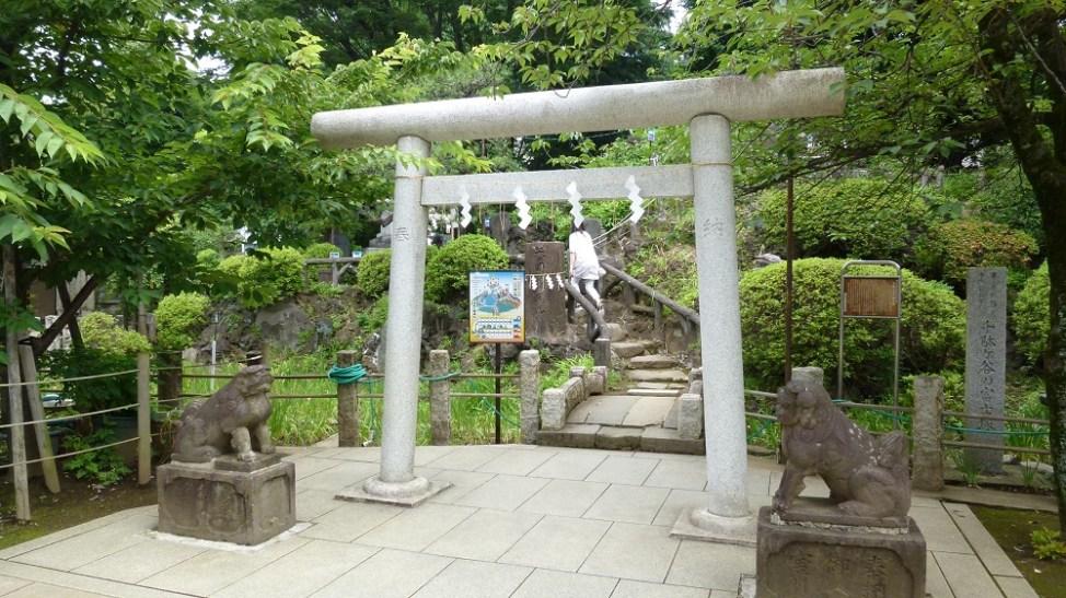 鳩森八幡神社富士塚登山口