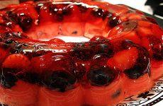 Gelatina Surpresa com Frutas Vermelhas