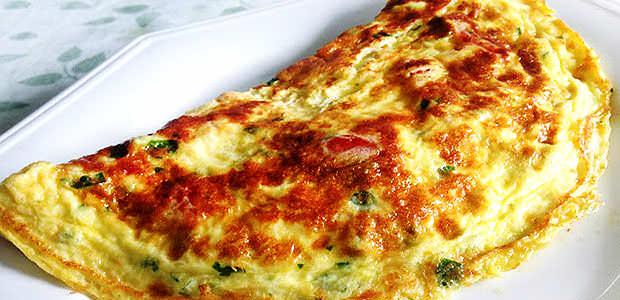 Omelete MacGyver com Rúcula, Queijo Branco e Parmesão