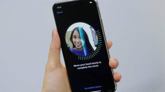 Ekrana gömülü Face ID
