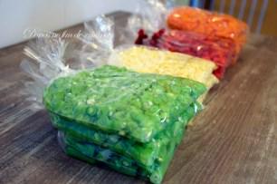 Congele os legumes deitados para facilitar o descongelamento na hora de preparar