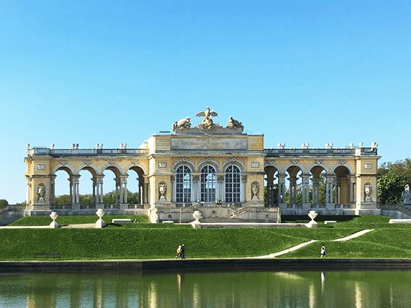 die Donau Radwegtour von Passau endet in Wien. Einen wunderbaren Ausblick ,weit über die Hauptstadt Wien, können wir von hier aus geniessen.