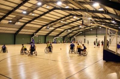 StR. Christian Oxonitsch besucht ein Traingsspiel der Rollstuhl Basketball Mannschaft im ASKÖ Ballsportzentrum der Bernoulistr.