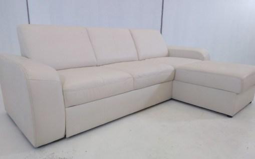 Vista del lado izquierdo. Sofá cama con chaise longue - Costa. Piel natural de color beige