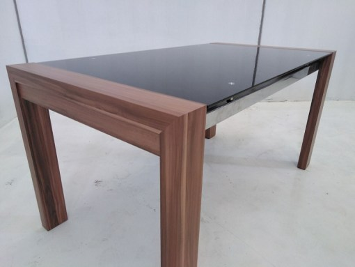 Detalle. Mesa baja en metal, madera y cristal - Tec
