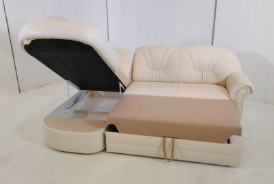 Real leather sofa bed with chaise recently delivered to Altea. Yes, bought by a painter