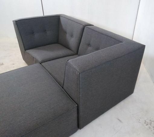 Reposabrazos. Sofá modular pequeño (2 plazas) de color gris más puf - Modules