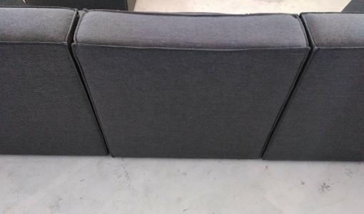 Respaldo exterior tapizado en tela (sofá independiente). Sofá de 3 plazas más puf - Modules