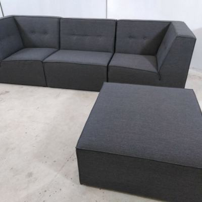 Sofá modular de 3 plazas de color gris más puf - Modules