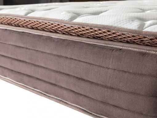 Borde del colchón en tela suave al tacto color chocolate. Modelo Top