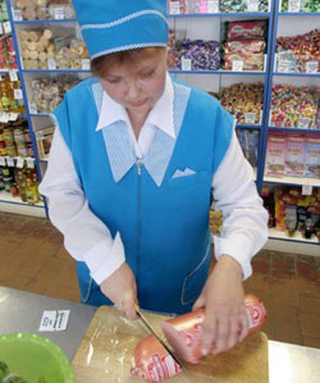 Когда покупаете балык или сыр - следите,  чтобы продавец завернул вам именно тот кусок,  который взвесил.