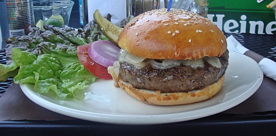 As close as you can come to a perfect burger in San Miguel de Allende