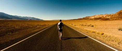caminante-en-carretera-2