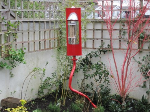 red exhaust pipe bird feeder (1)