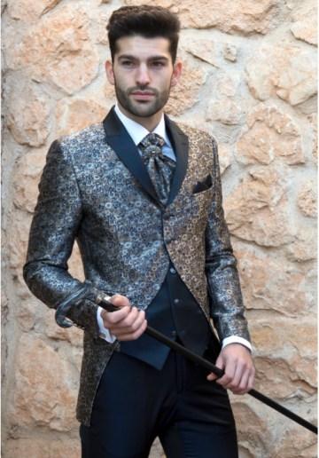 traje-de-novio-plata-brocado-Enzo-500x717