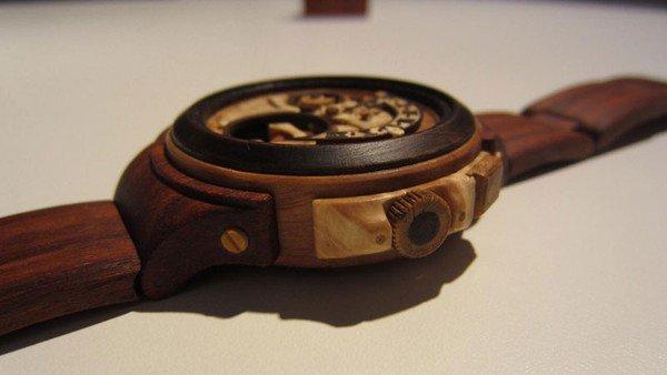 Đồng hồ chạy được chạm khắc hoàn toàn từ gỗ 3