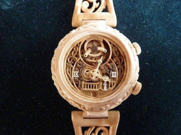 Đồng hồ chạy được chạm khắc hoàn toàn từ gỗ 10