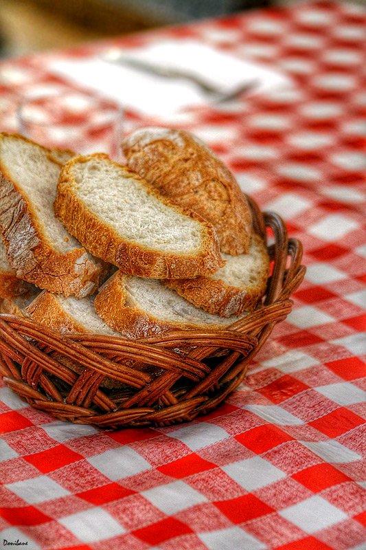 Al pan, pan y al vino todos