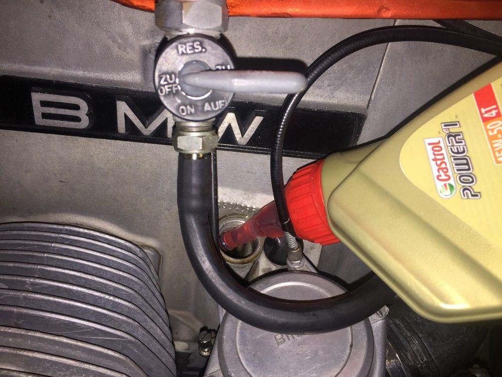 Cambiar el aceite de la moto tú mismo