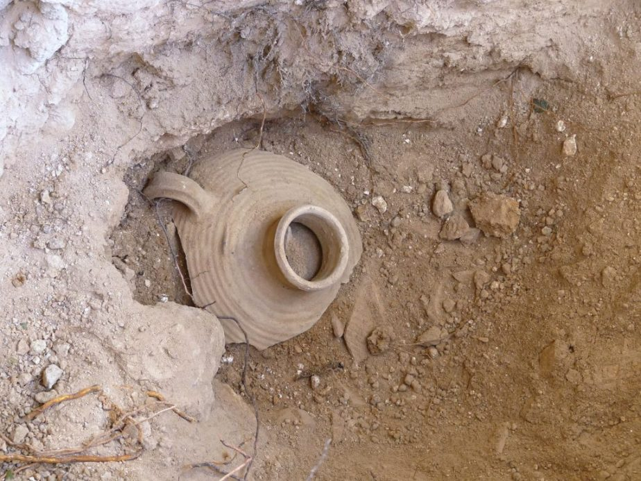 Area X, storage jar in the pottery kiln. Photo by Fanny Vitto.