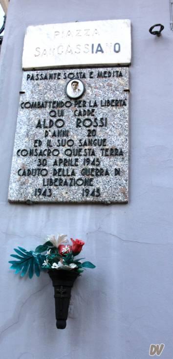 Una delle targhe commemorative.