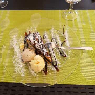 Torta al cioccolato e gelato alla vaniglia