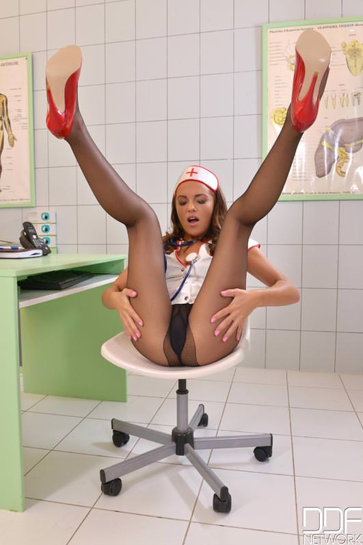 L'infermiera con i collant neri