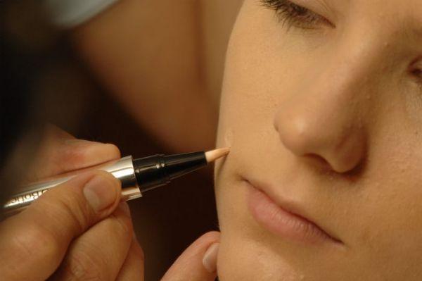 maquiagem para esconder espinhas dicas1 Maquiagem Para Esconder Espinhas – Dicas