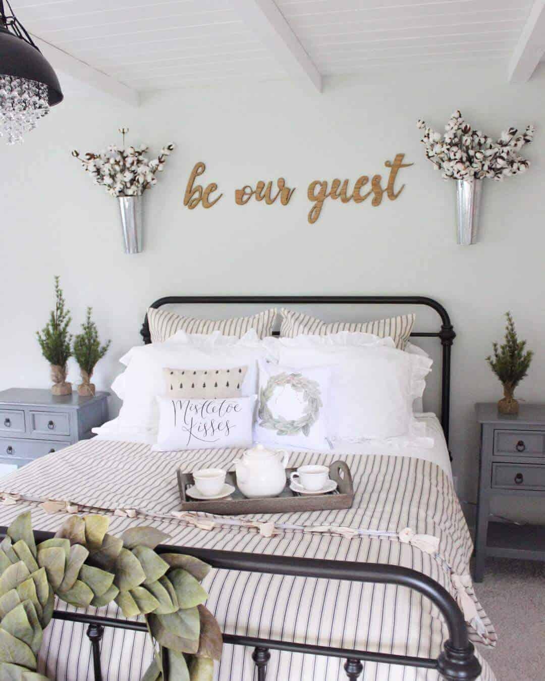 21 Enchanting Farmhouse Bedroom Decor Ideas For 2020