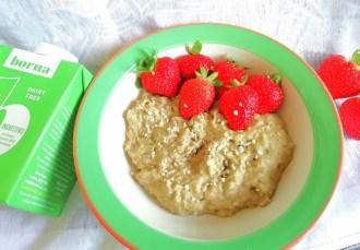 Berry matcha pistachio milk porridge Breakfast vegan