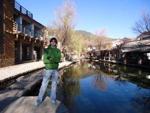 Jonny Blair in pub street in Shuhe Old Town Lijiang