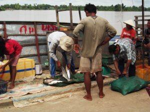 ban nakasang laos fishermen border to cambodia