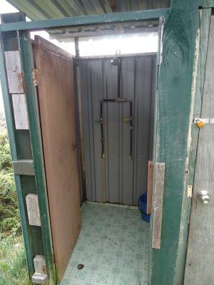 waras hut shower