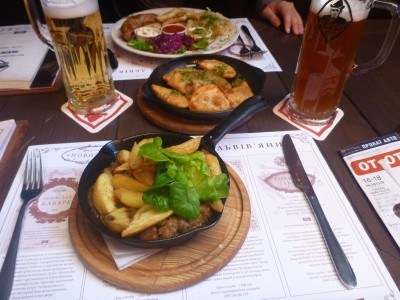 Bigos and a beer in Kumpel bar