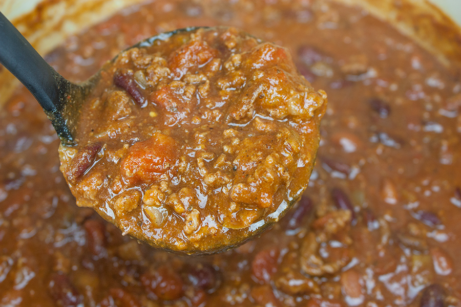 Thick & Hearty Homesyle Chili - Warm up this winter with a big bowl of the BEST thick, rich and hearty chili!