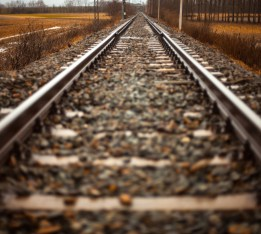 rails-train-path-straight