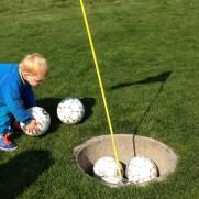 Johan spiller fodboldgolf