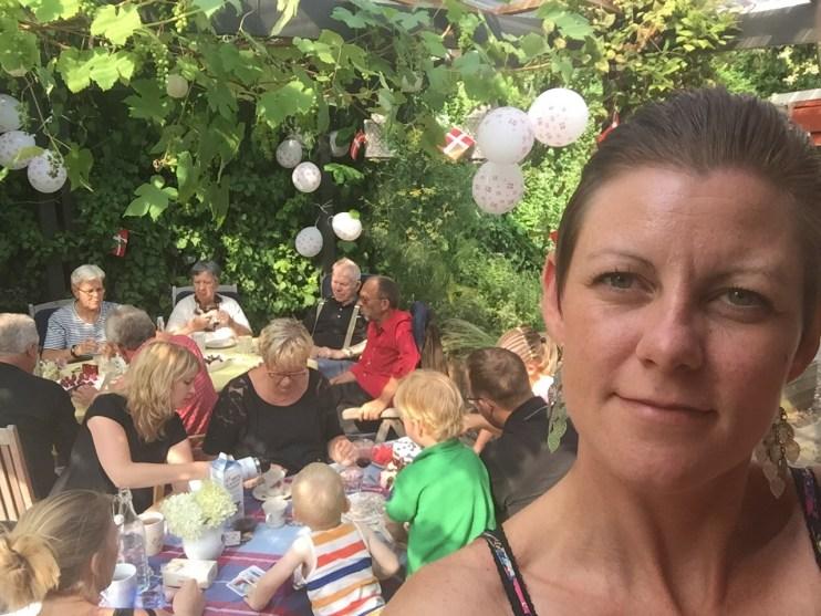 Så, nu er mor her også med til festen!