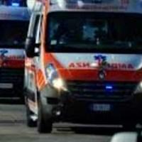 Caos, pronto soccorso chiuso per un malato di covid: fila di ambulanze bloccate al cancello