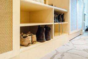 Endlich mal ein Schuhschrank im Hotelzimmer.